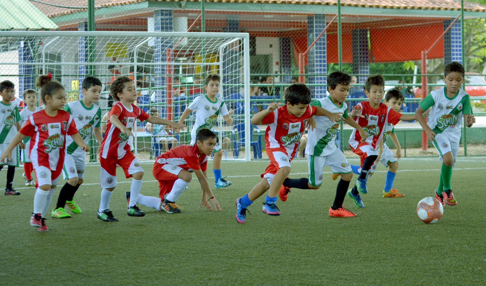 Objetivando a orientação e ensinamento da prática do futebol oportunizando  o esporte como meio de socialização 5fec37c0e20f5
